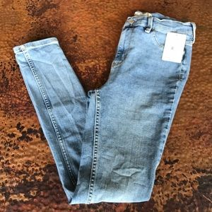 {Free People} High-Rise Skinny Jeans. NWT. Size 28